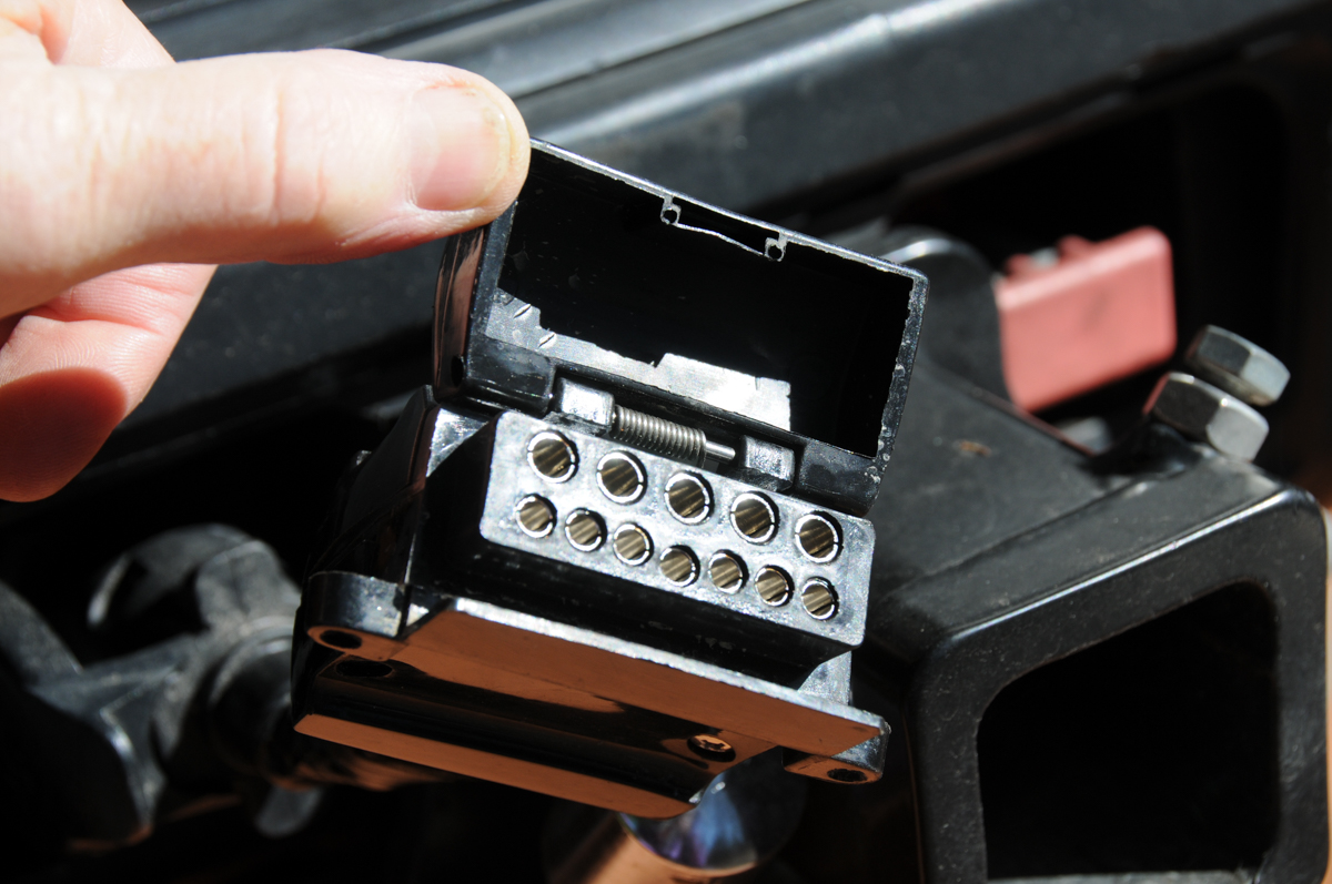 Twelve Pin Trailer Plug Guide For Caravanners Without A Hitch Wiring Diagram 4 To 7 Troubleshooting That Means Theres Lot Riding On 12 You Might Have Somewhere Your Drawbar With Similar Connector At The Rear Of Tow Vehicle