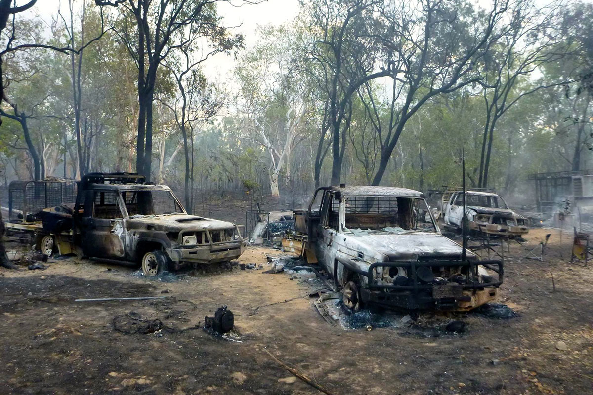 The destruction of fire, two 4WD's burn and destroyed due to a bush fire