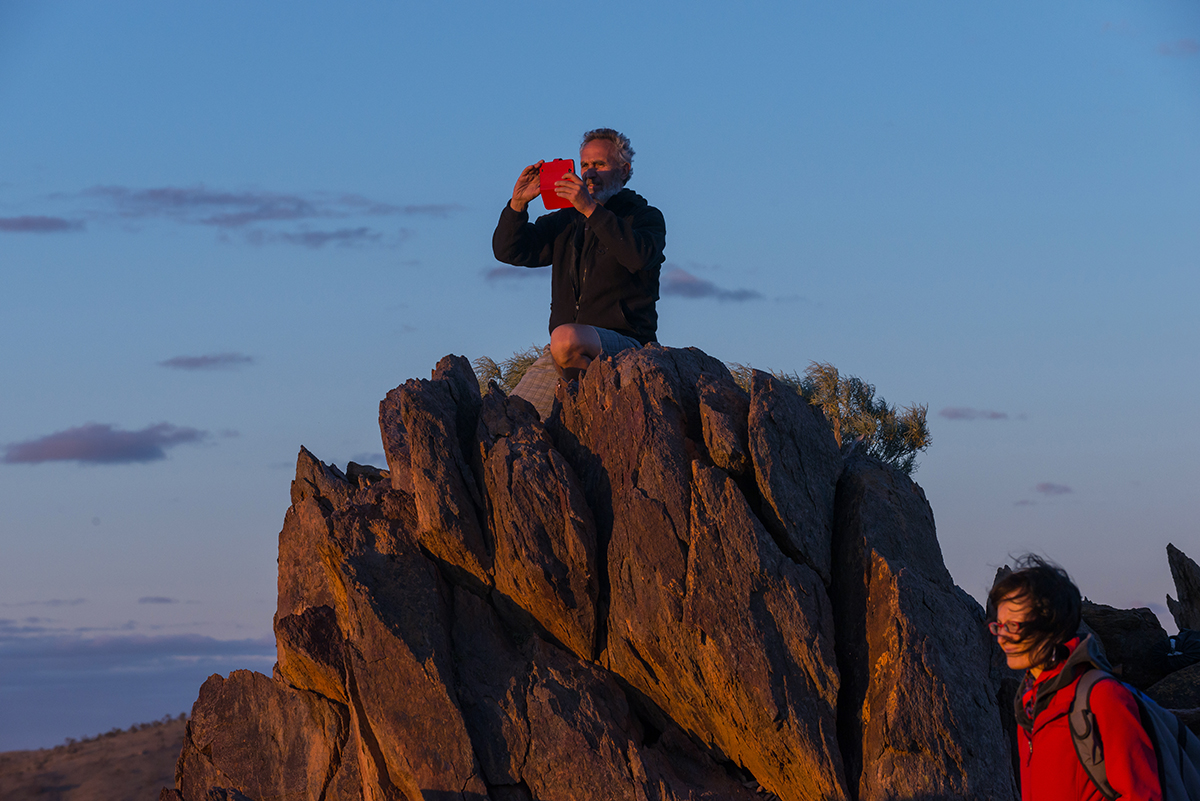 People-taking-photos-in-the-mountains