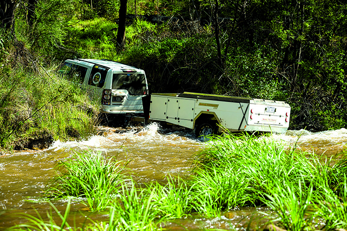 Crossing-the-water-in-a-4WD-2
