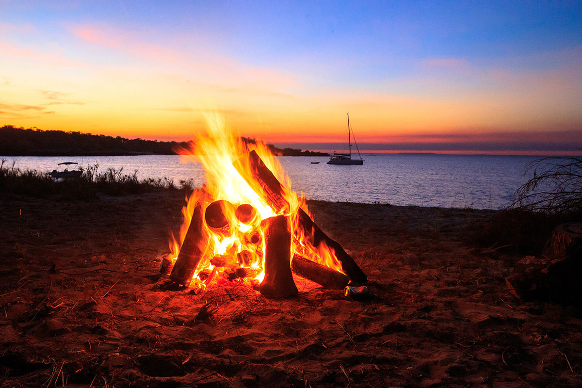 Campfire-at-the-beach-at-the-Gibb-River-Road