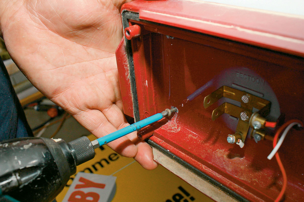 Removing-the-body-of-taillights