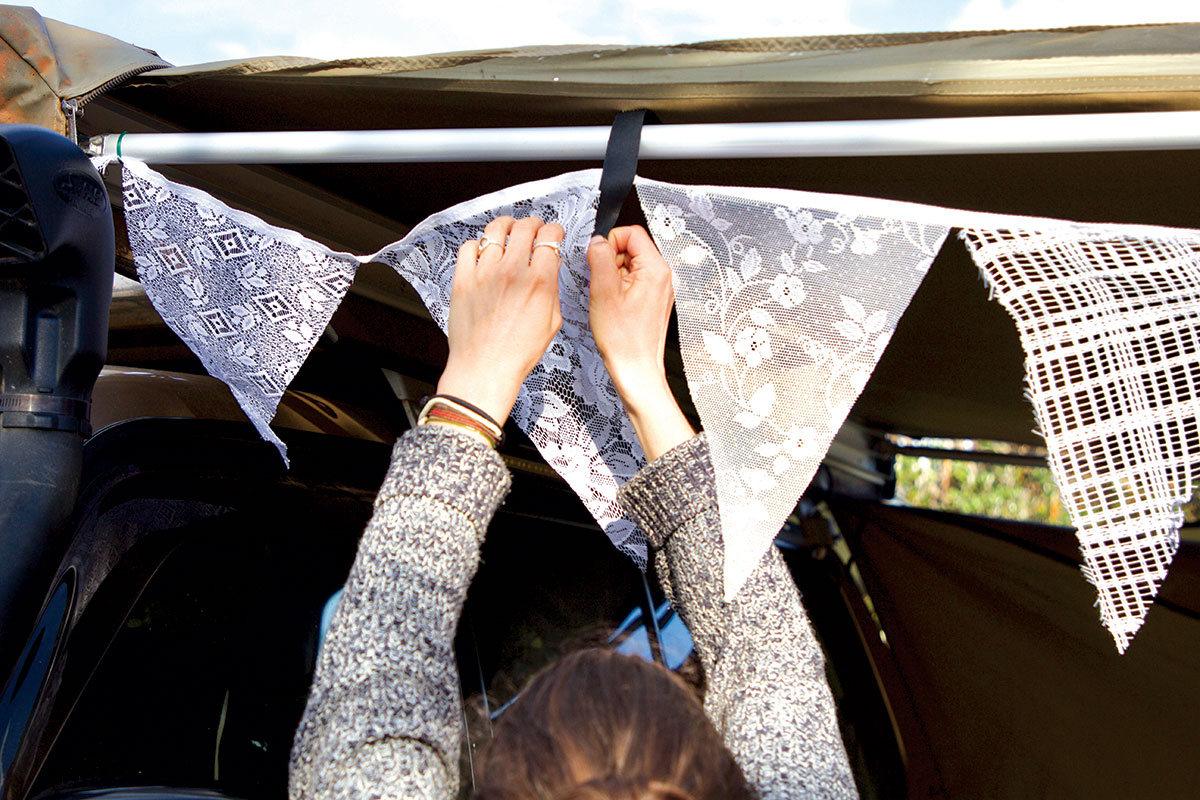 Decorating-the-awning-with-Christmas-bunting