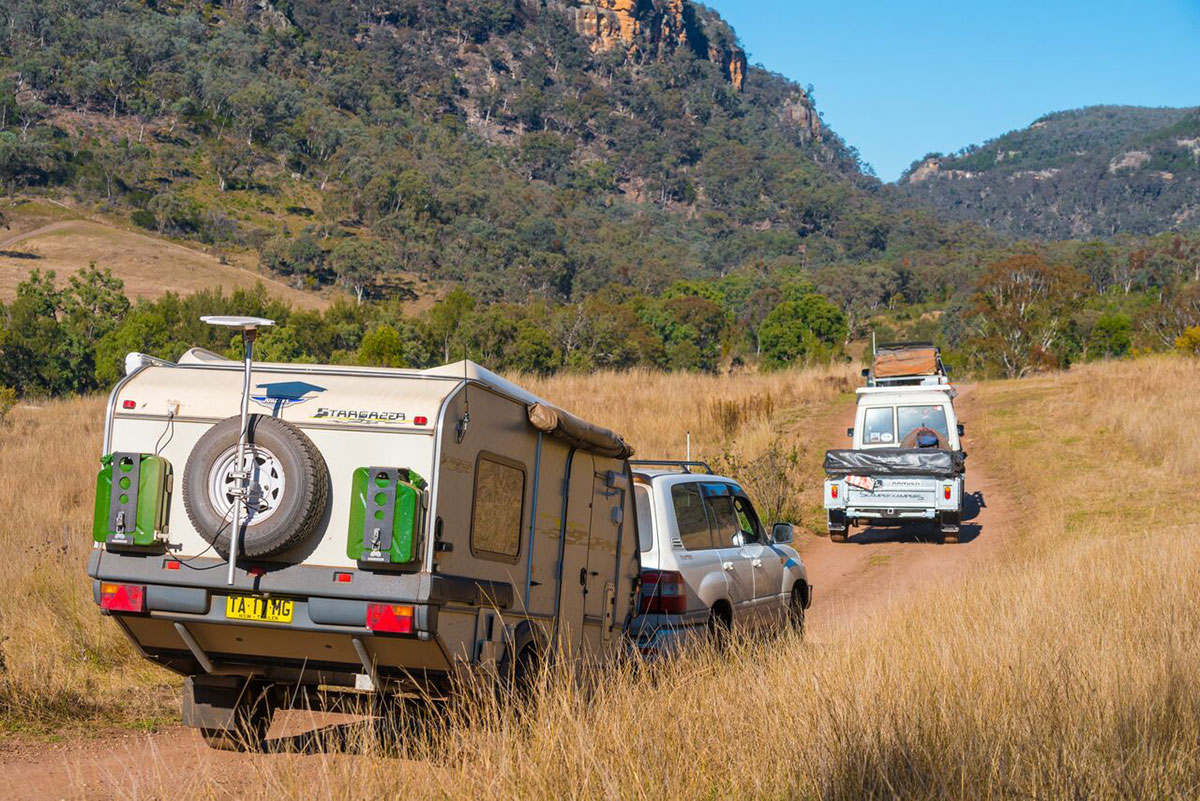 4WD-towing-camper-trailer-and-Stargazer-carvaan-in-a-convoy