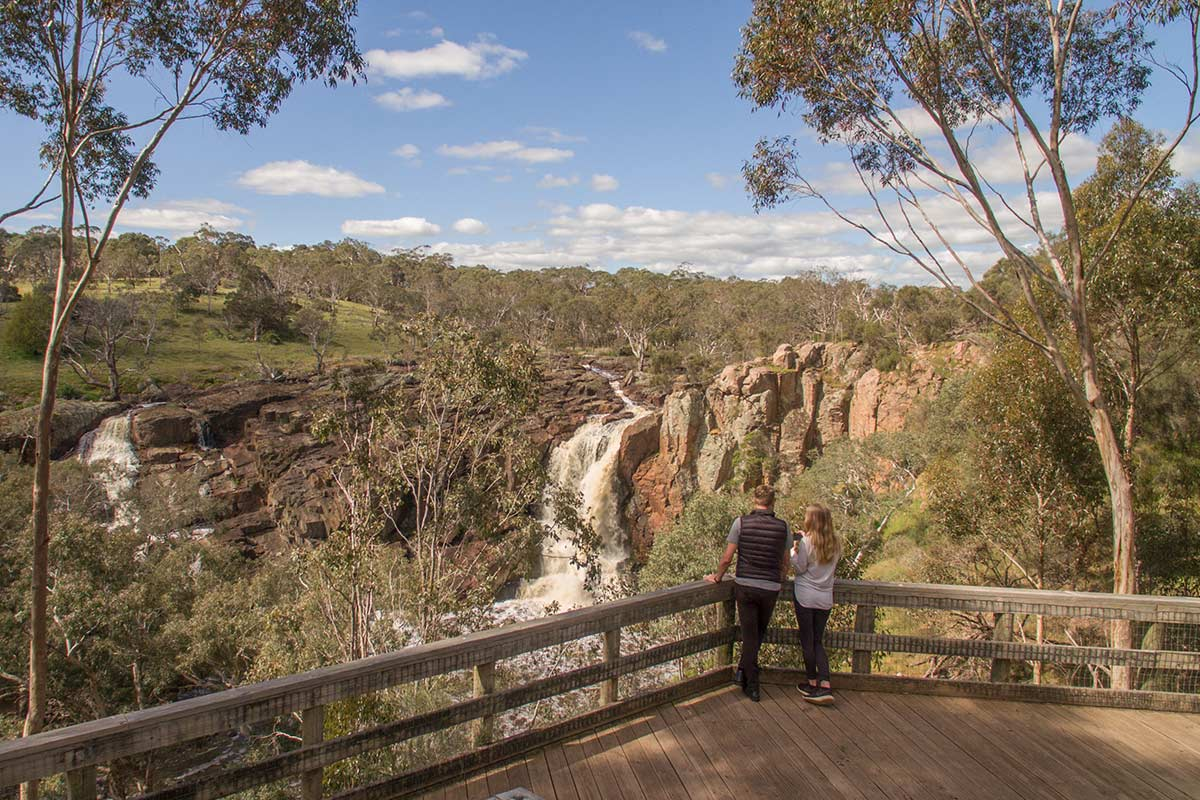 Couple-looking-at-Wannon-Falls
